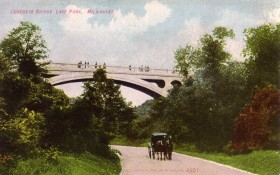 LakeParkBridgeHorse